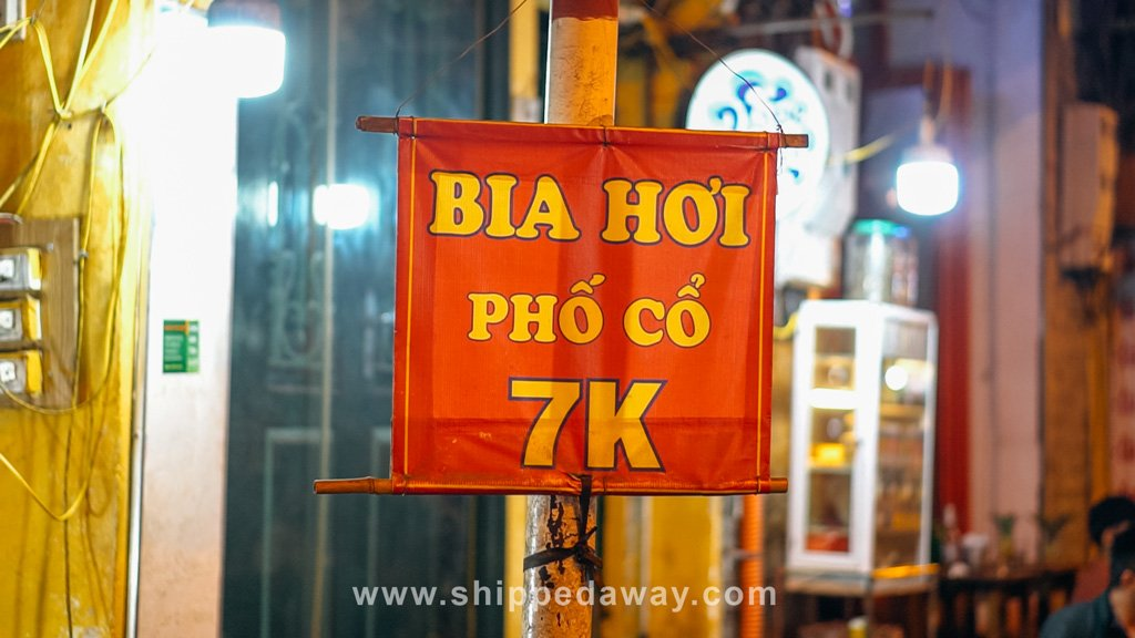 Bia Hoi Hanoi fresh beer for only 7000 VND per glass